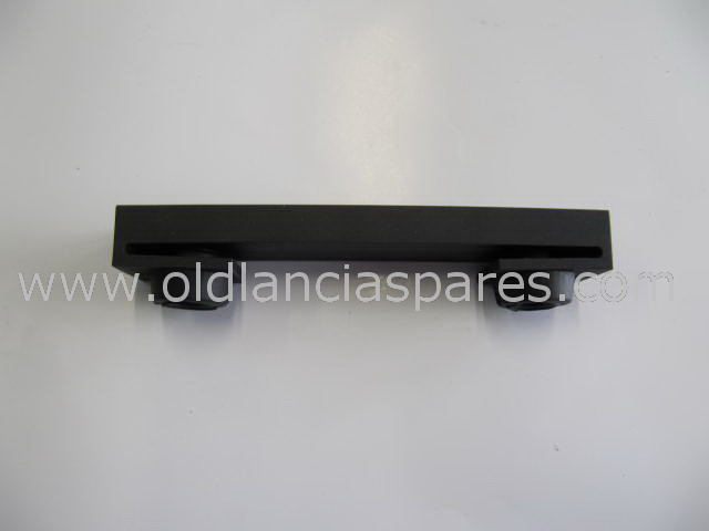 82109117 - radiator mount