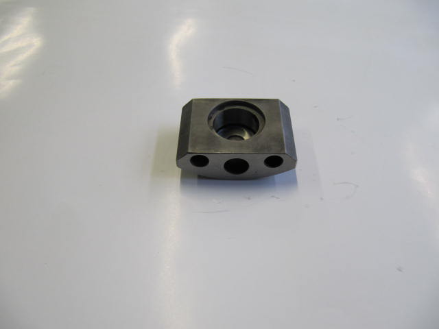 82126888 - block outer joint
