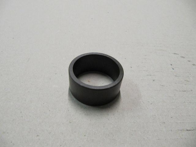 82127473 - upper ends front suspension