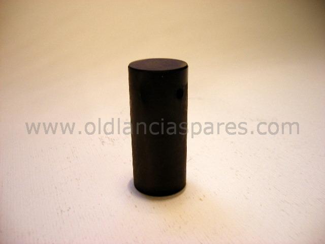 82129621 - Key valve spring cap