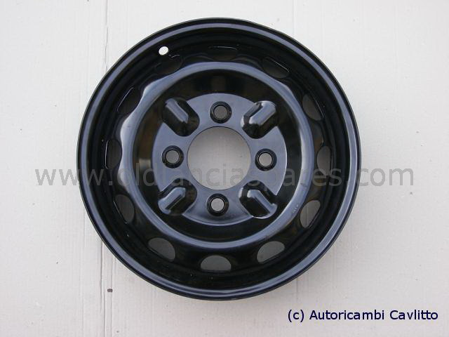 82131021 - wheel for convertible