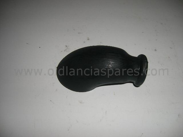 82187838 - dust guard rear bar