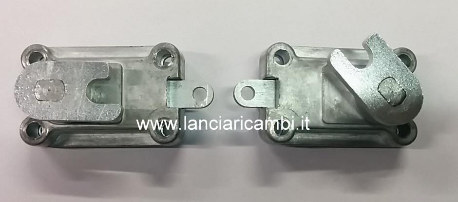 CAV1032 - Coppia serrature chiusura cofano per tutti i tipi di Flaminia